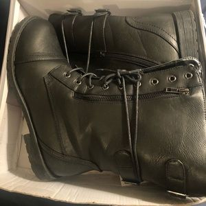 Black combo boot, size 10